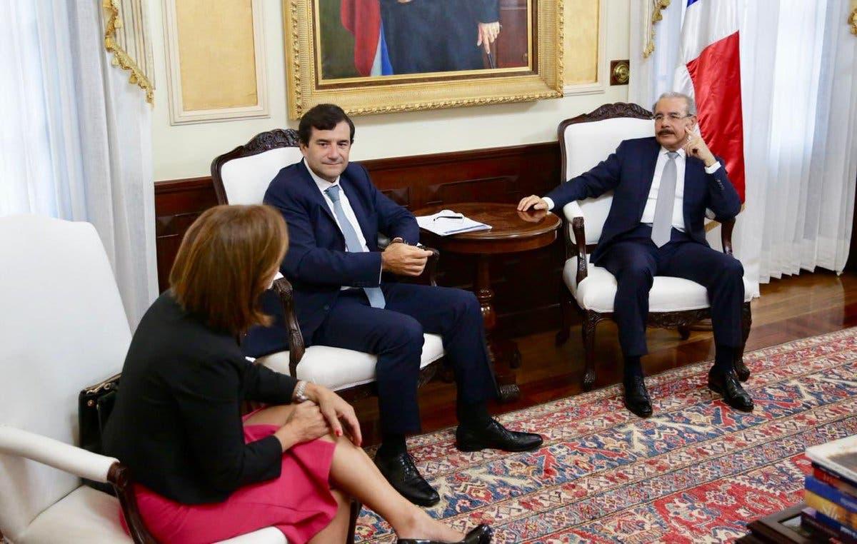 Danilo Medina se reúne con presidente de la Microsoft