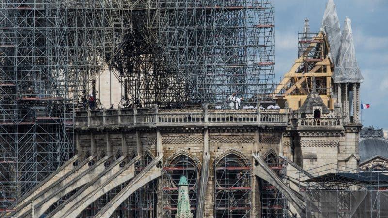 EPA1298. PARÍS (FRANCIA), 24/04/2019.- Vista de los trabajos de consolidación en la fachada de la Catedral de Notre Dame, este miércoles en París, Francia. EFE/ Christophe Petit Tesson