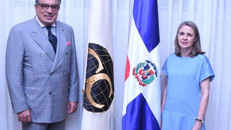 Los decanos saliente y entrante del Cuerpo Consejo, Enrique De Marchena y Clara Reid.