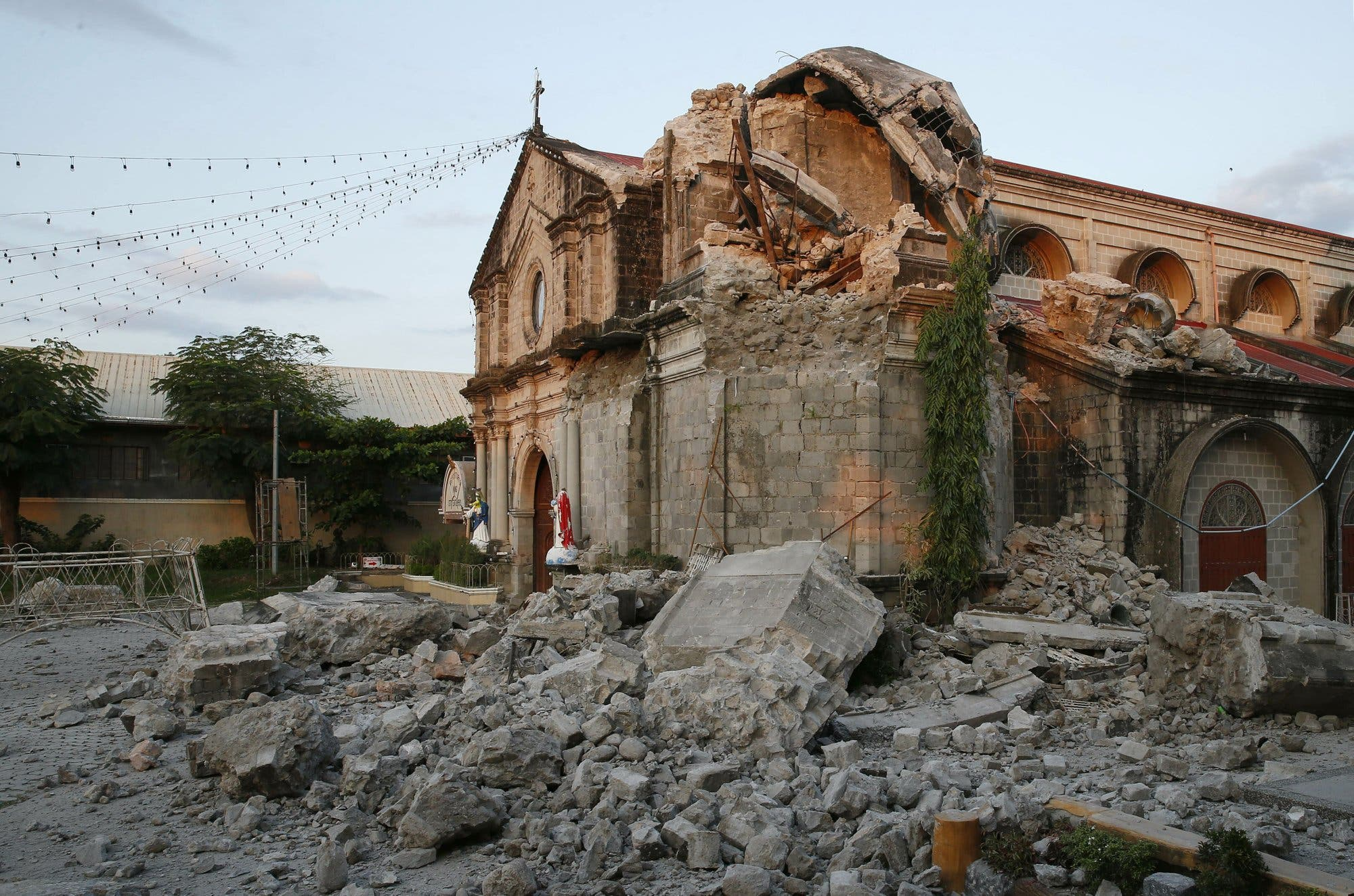 Un segundo sismo golpea Filipinas, un día después del temblor que dejó al menos 16 muertos