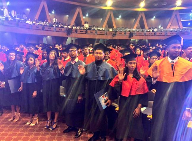 UASD inviste 957 nuevos profesionales con motivo del 54 aniversario de la Revolución de Abril