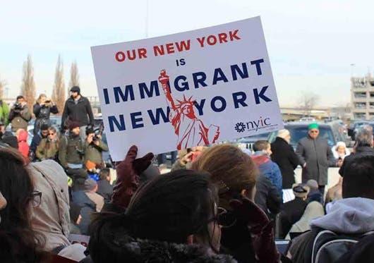 Inmigrantes en NY aportaron 228 mil millones dólares PIB; dominicanos son mayoría