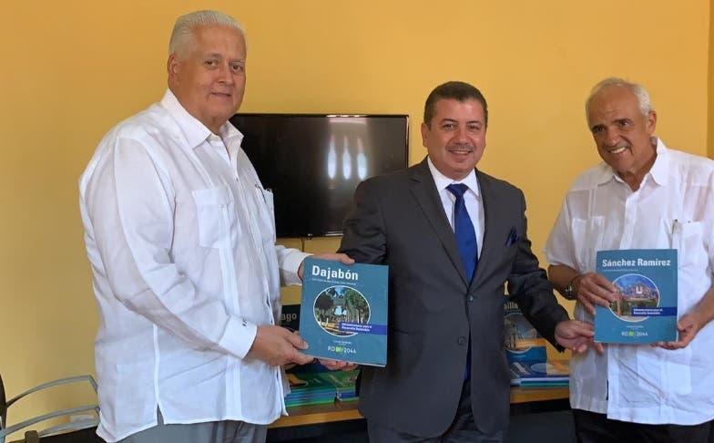 Leonel Fernández comparte su visión de futuro con expresidentes de Colombia y Panamá