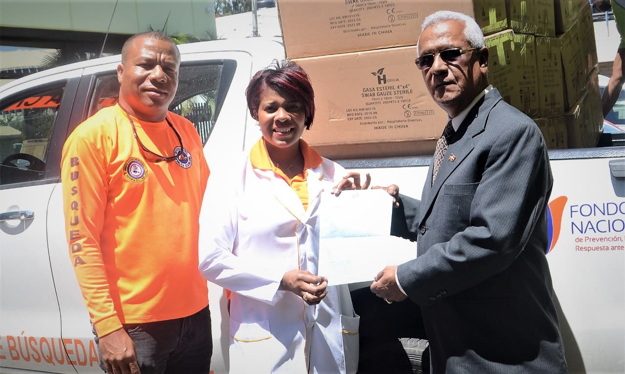 Lotería Nacional entrega medicamentos a la Defensa Civil para operativo Semana Santa