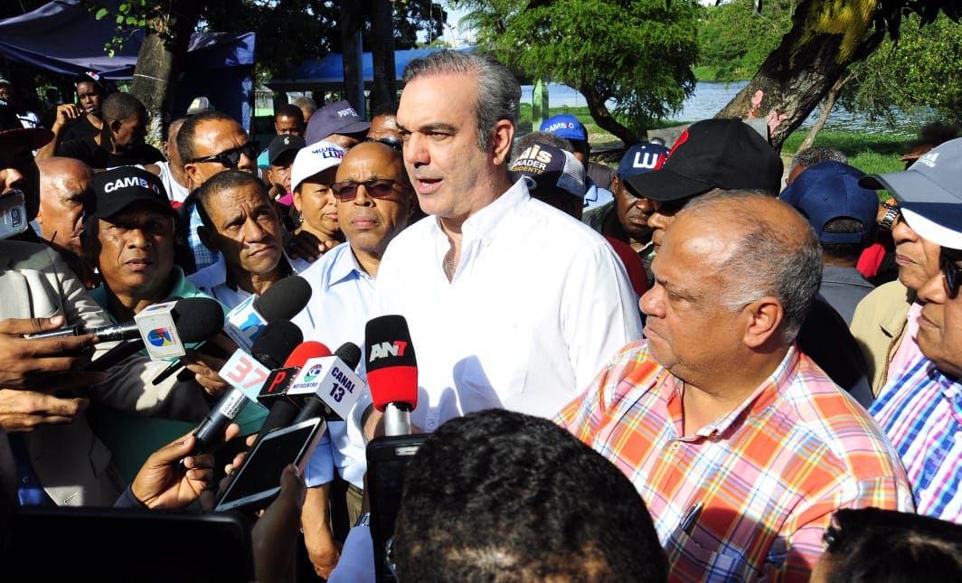 Abinader asegura defenderá la democraciaen los tribunales o en las calles