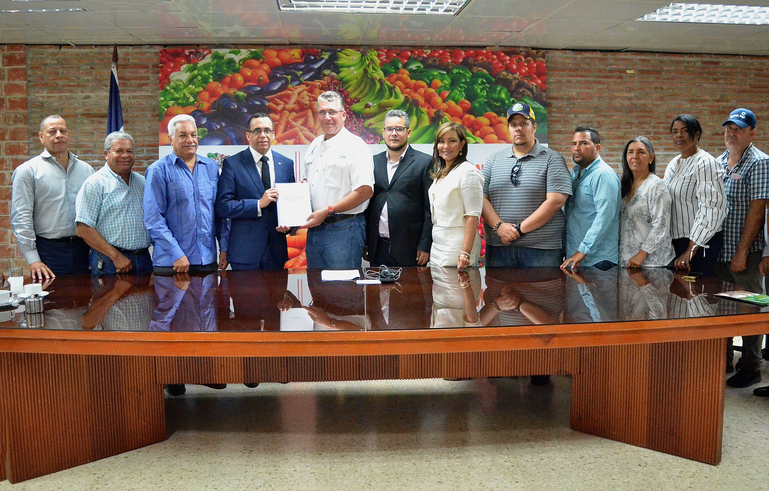 Andrés Navarro propone pacto nacional por el desarrollo agropecuario del país