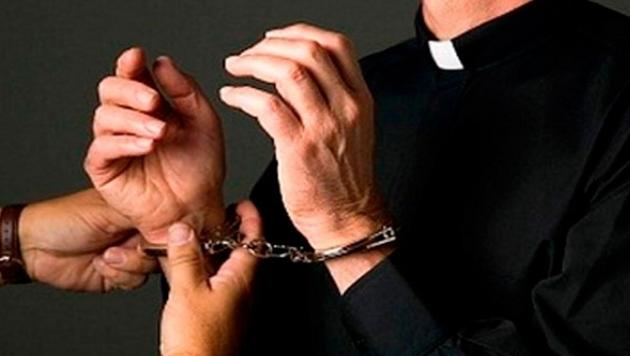 Detienen sacerdote por agresión sexual a menor de 6 años