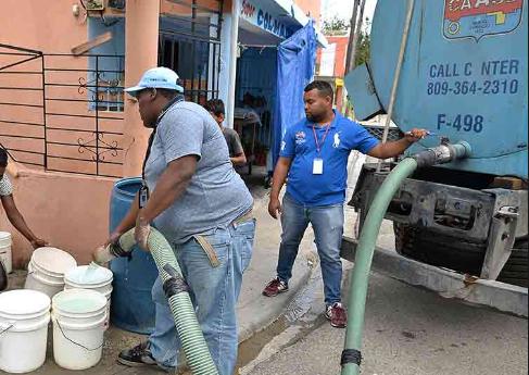 Video: CAASD dispondrá 145 camiones  para abastecer de agua a los barrios que sufran sequía, prohíbe llenar piscinas