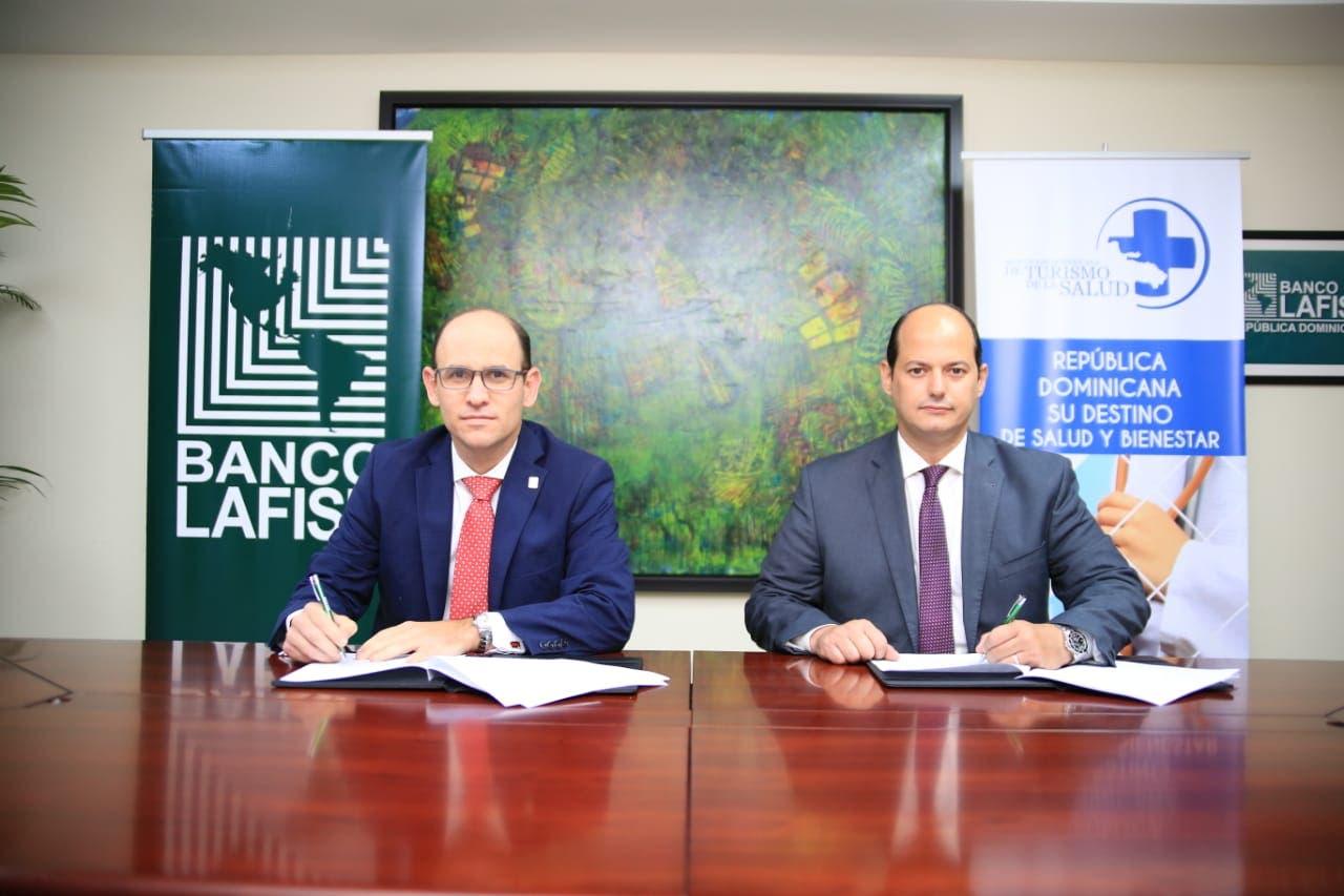 Asociación de Turismo de Salud y Banco Múltiple firman convenio de colaboración
