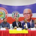 (foto) Quique Antún habla en la rueda de prensa