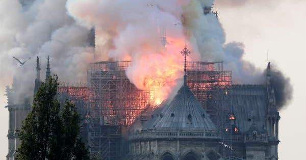 """Notre Dame: """"Todo se está quemando, no quedará nada aparte del marco»"""