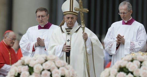 """El papa denuncia """"violencia cruel"""" por masacre de cristianos en Sri Lanka"""