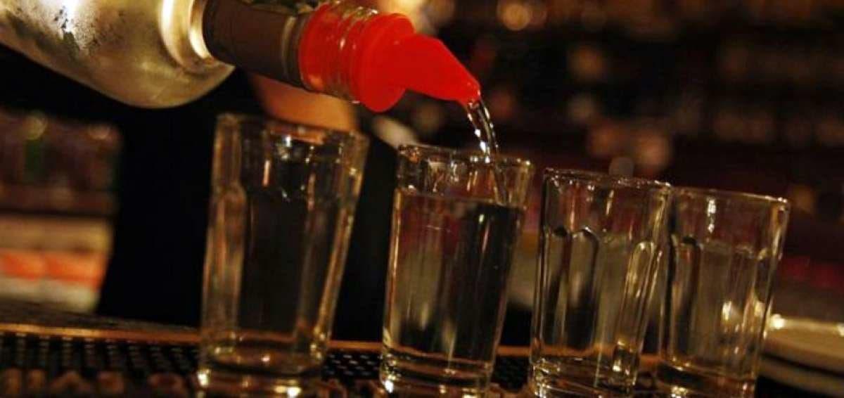 Mueren 10 personas por beber alcohol adulterado