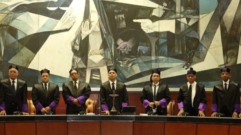 Suprema Corte de Justicia rinde homenaje a la primera abogada dominicana Ana Teresa Paradas Sánchez  El magistrado Luis Henry Molina, presidente de la Suprema Corte de Justicia (SCJ) y del Consejo del Poder Judicial (CPJ), pronunció un discurso este miércoles primero de mayo, durante el acto de juramentación de 239 nuevos abogados y abogadas. Hoy/Fuente Externa 1/5/19