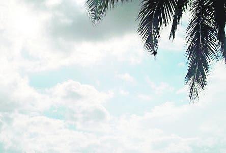 Día medio nublado en playa guayacanes. Foto: Humberto Martínez