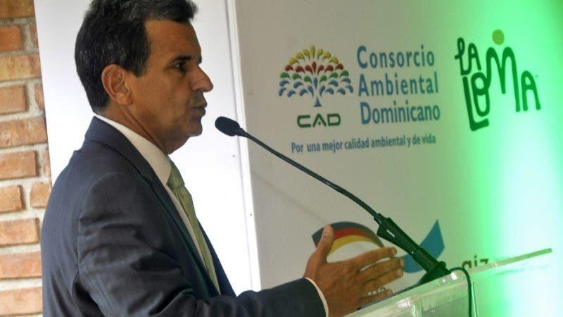 Consorcio Ambiental Dominicano CAD. y el grupo La Loma presentaron el programa -Un Futuro para la Sierra, Sr.Jesus Moreno Pte. La Loma.  Hoy/BERNARD HDEZ. 9/5/19