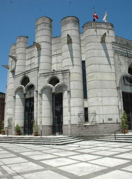 Roban $400 mil de  catedral La Vega