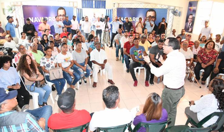 Navarro dice prioridad de su gobierno es garantizar trabajo seguro a familias