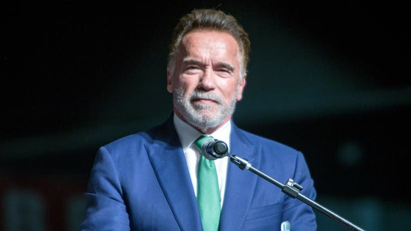 Arnold Schwarzenegger promete ayudar anciana de 102 años ante desalojo
