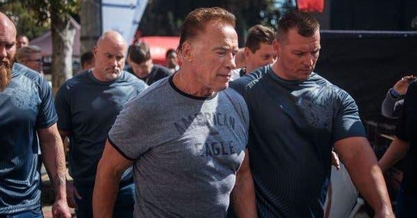 Video: Así fue como un hombre atacó a Arnold Schwarzenegger durante evento en Sudáfrica
