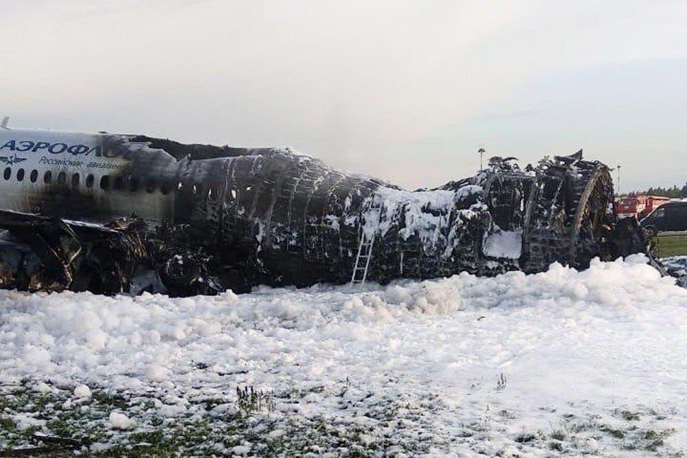 Avión que dejó 41 muerto tras incendiarse en Rusia había sido alcanzado por un rayo