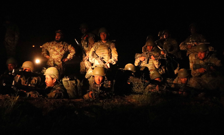 """Bombardeo """"erróneo"""" de EE. UU. a las fuerzas de seguridad afganas deja al menos 17 muertos y 14 heridos"""