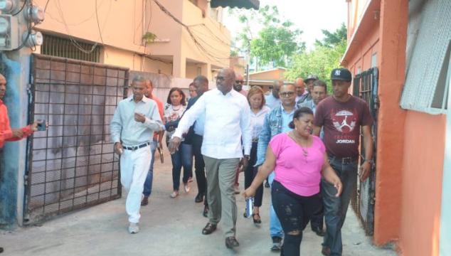 Alcaldía reconstruye 17 callejones en Santo Domingo Este