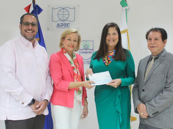 Cenapec recibe donación de Fundación Farah