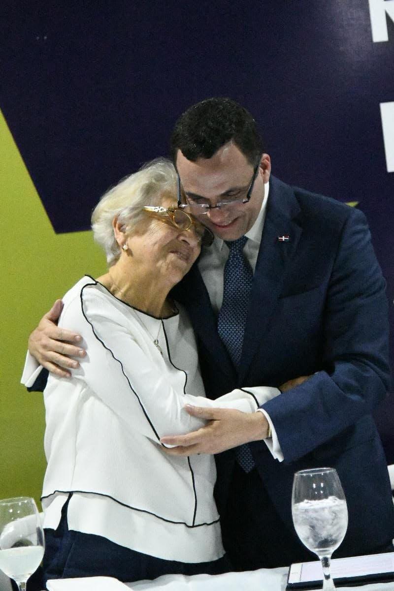 Andrés Navarro afirma que la forma más honesta de honrar a madres es respetando y cuidando a la mujer