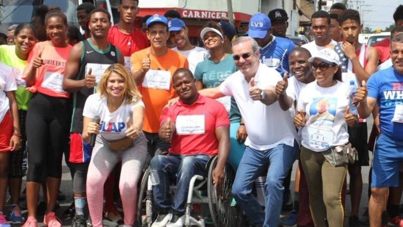 Foto de Luis en el acto de inicio de la segunda jornada del programa Caminando por el Cambio, organizado por la Juventud Luis Abinader Presidente 2020 (JLAP-2020