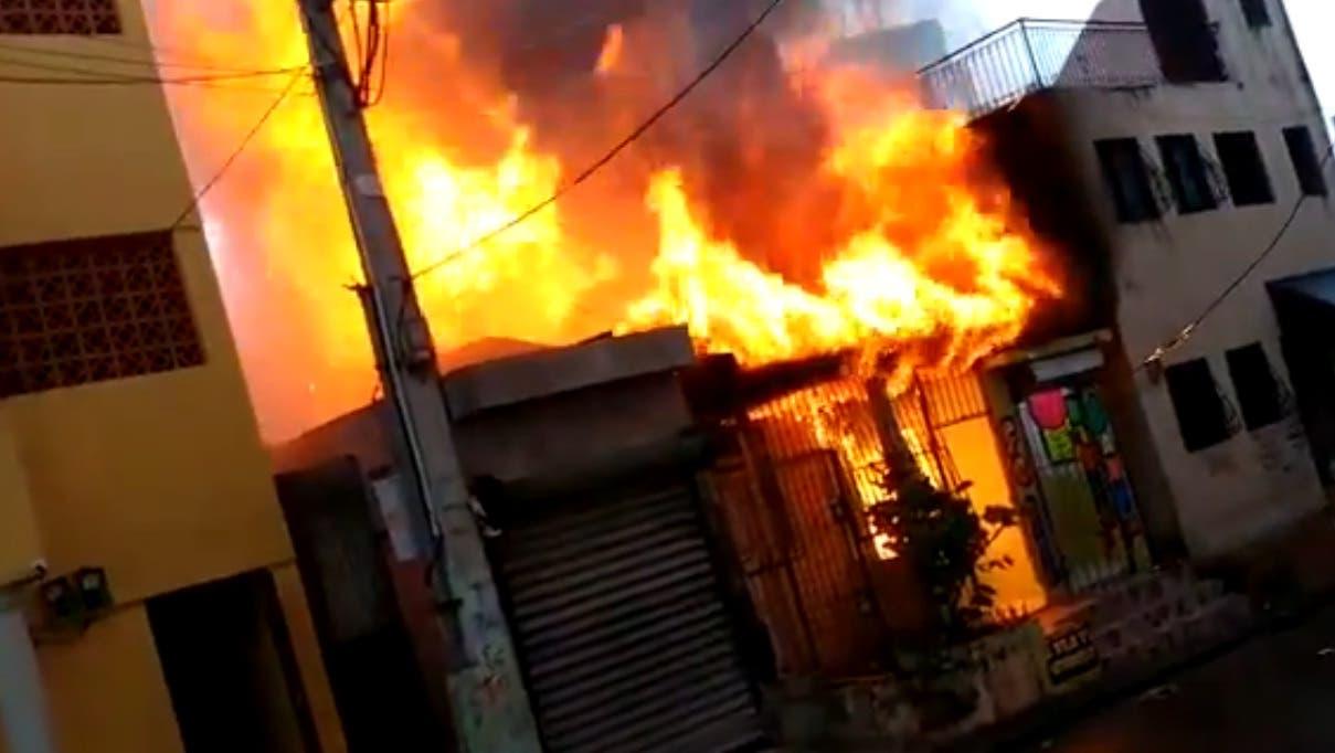 Video: Mira lo que provocó el incendio donde murieron una mujer de 81 años y su bisnieto
