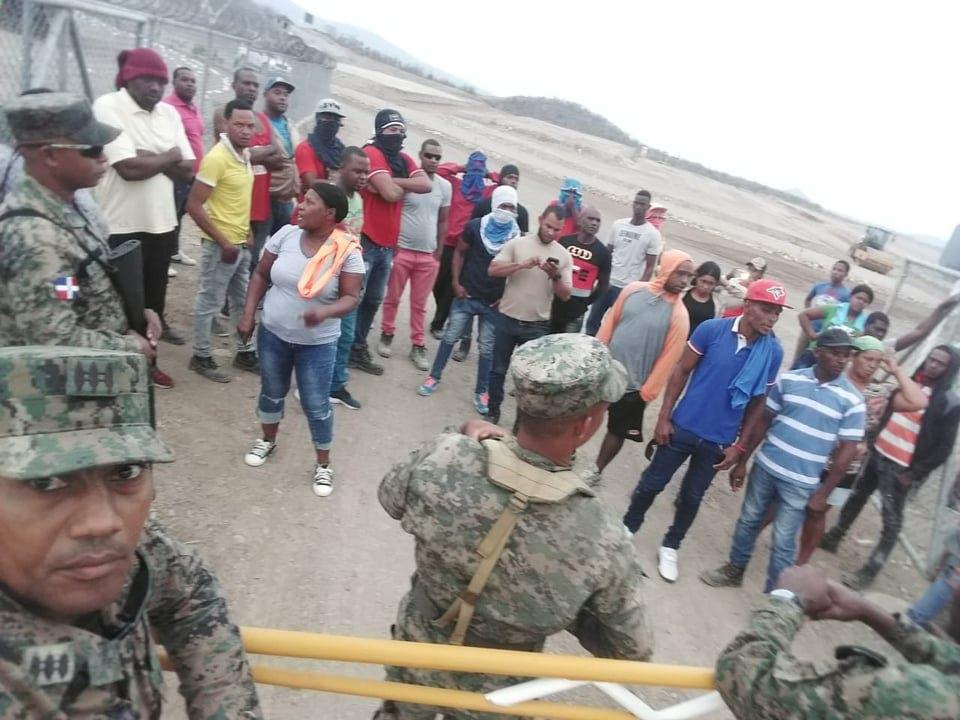Empleados de Monte Grande intentan tomar campamento en protesta por presuntas irregularidades
