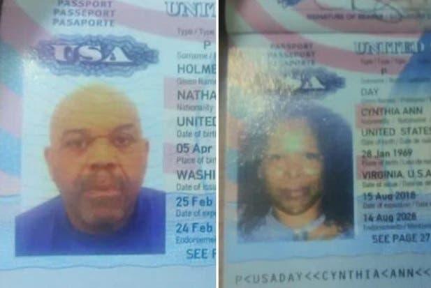Pasaportes de la pareja.
