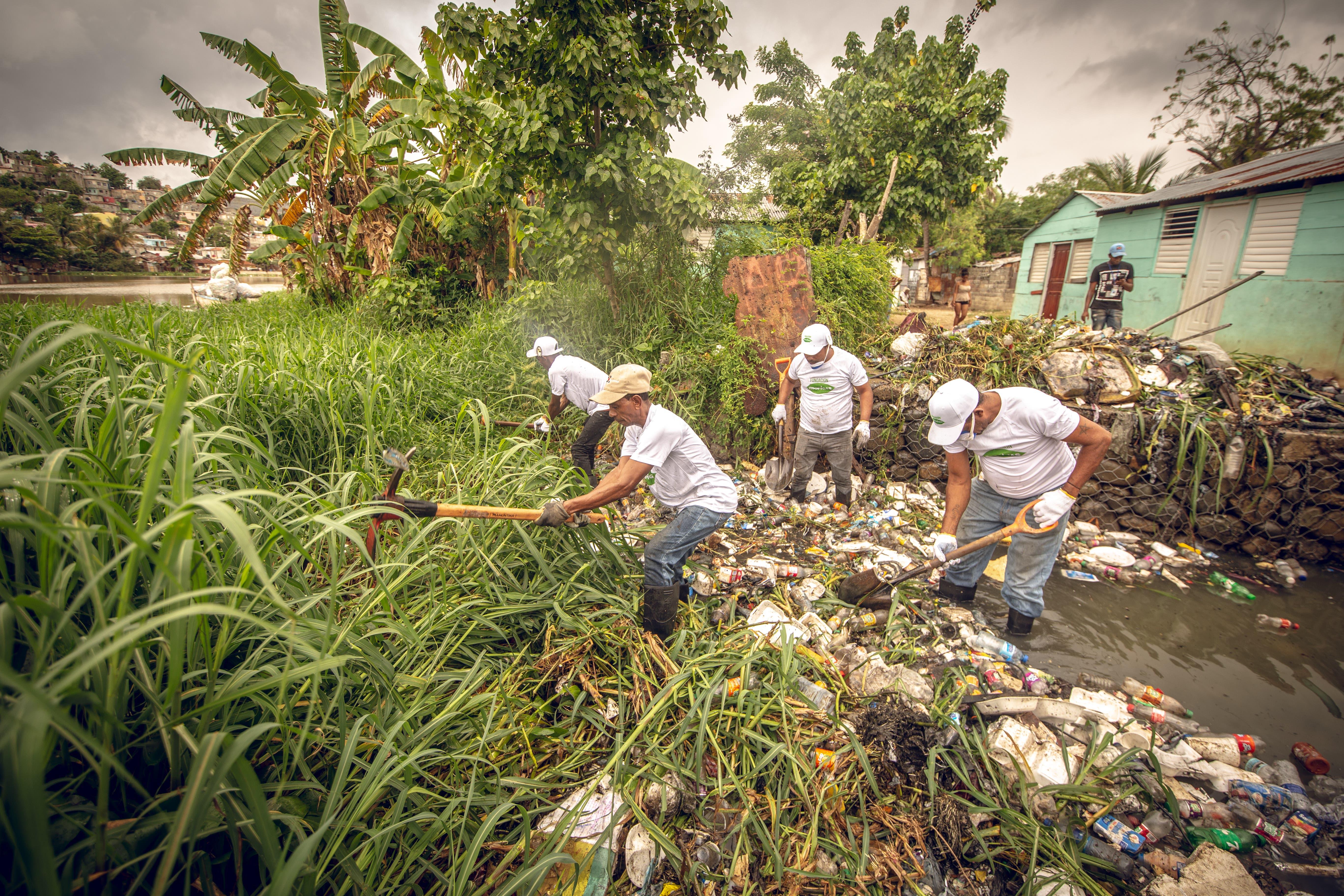 Fundación Tropigas inicia operativo de saneamiento de cañadas en La Ciénaga