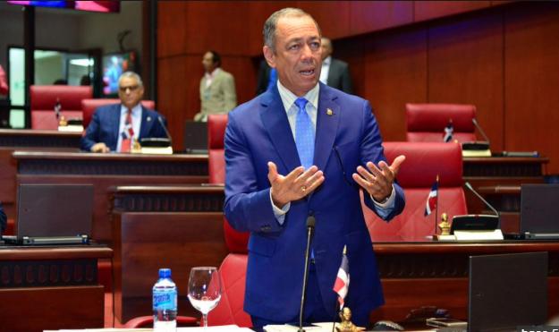 Senador Darío Cruz anuncia su intención de reelegirse en próximas elecciones