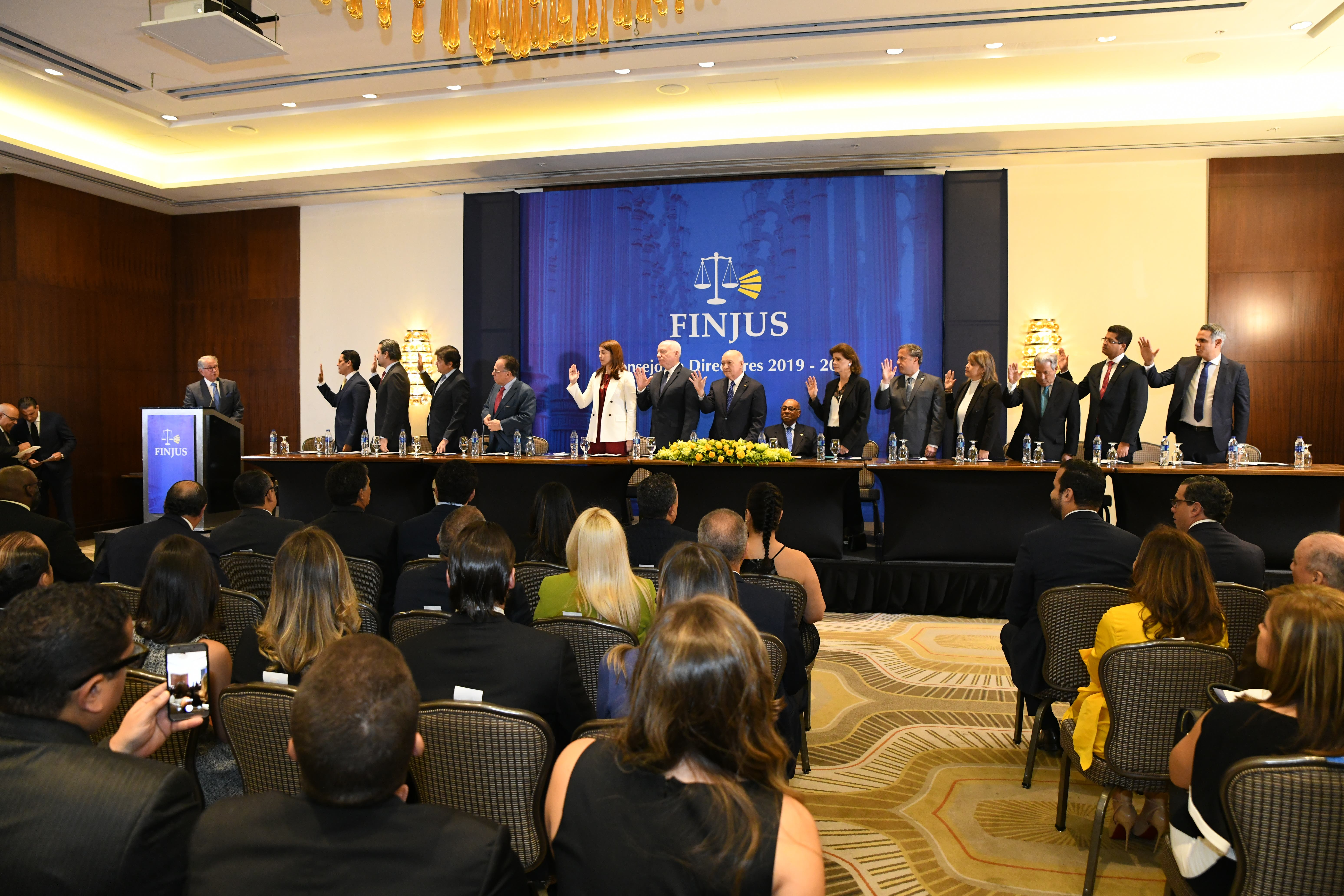 Finjus juramenta nuevo consejo de directores