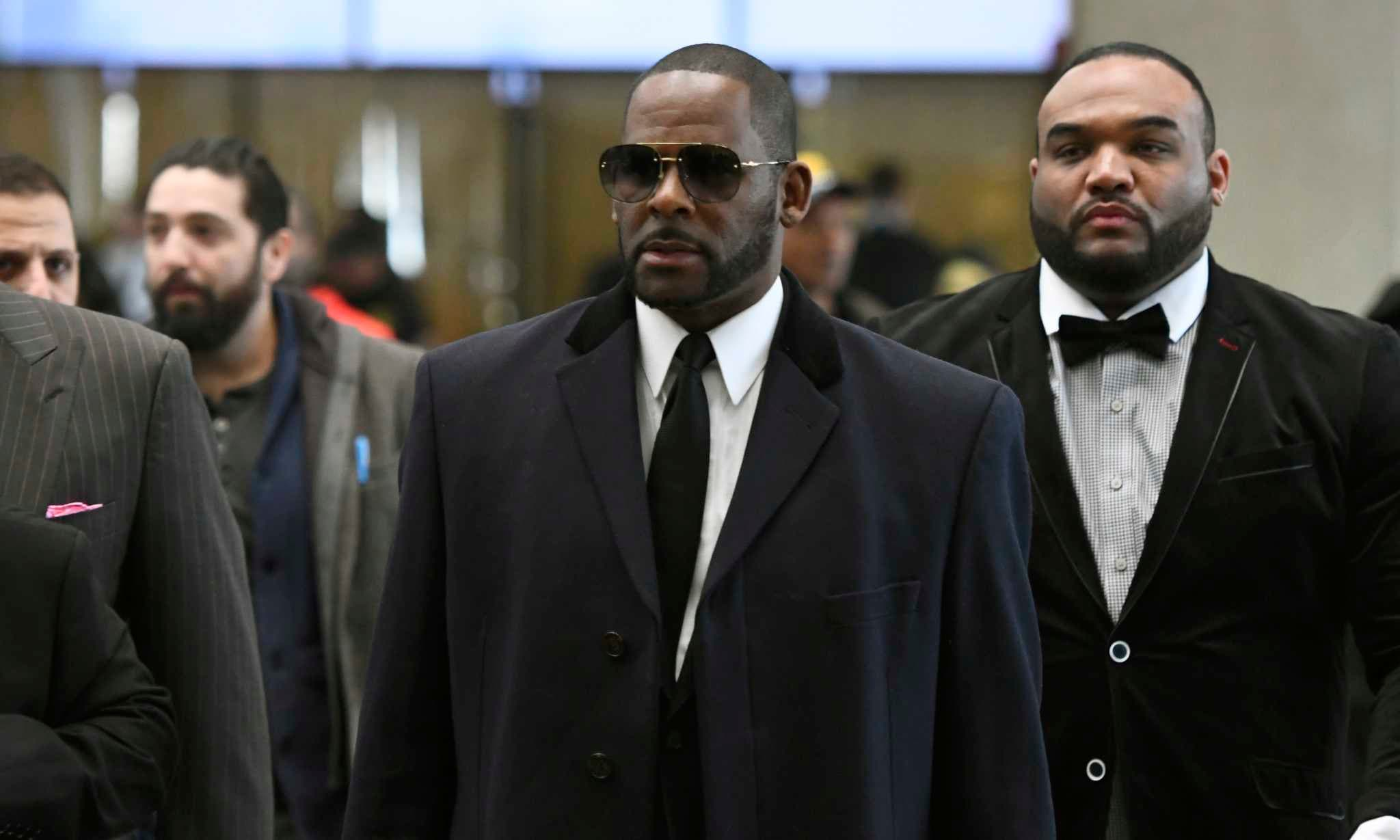 R. Kelly enfrenta 11 nuevos cargos sexuales en Chicago