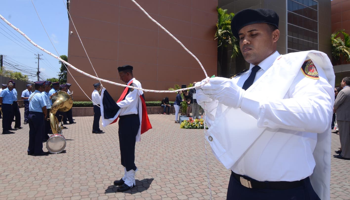 Izan las  banderas Nacional e institucional del Grupo Corripio