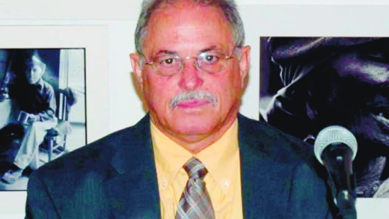 FRANKLIN GUTIERREZ PONE A CIRCULAR NOVELA.HOY.  Enegildo Peña, el escritor Franklin Gutiérrez y Máximo Vega. HOY-Wilson Aracena