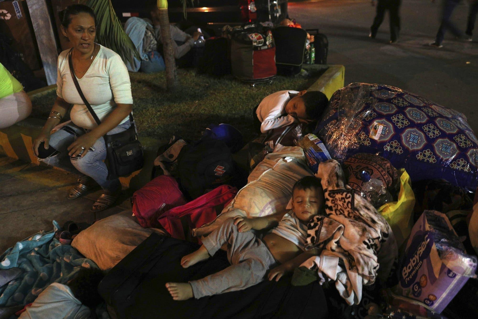 Miles de venezolanos entran a Perú antes de vigencia de visa