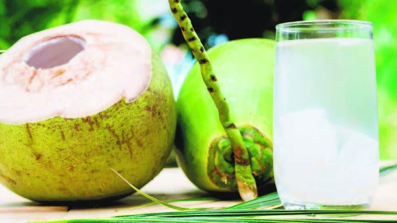 Agua de coco sirve para bajar de peso