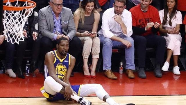 Sé que mis compañeros pueden ganar el sexto partido, dice Durant tras cirugía