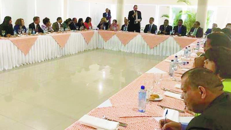 El expresidente Leonel Fernández sostuvo un almuerzo-diálogo con los diputados de su corriente.  Hoy/Fuente Externa 12/6/19