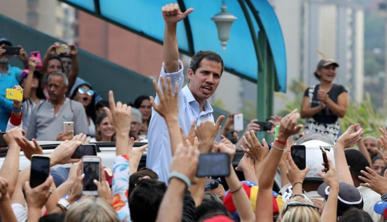 """Guaidó dice que Maduro reabrió frontera con Colombia por """"presión"""" ciudadana"""