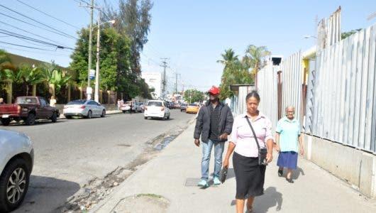 Entornos de UASD y de hospitales de la capital sigue libre  buhoneros