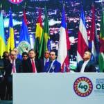 MED134- MEDELLÍN (COLOMBIA), 26/06/2019. -El presidente de Colombia, Iván Duque (i), habla este miércoles durante la inauguración de la 49 Asamblea General de la OEA, en Medellín (Colombia). EFE/Luis Eduardo Noriega A.