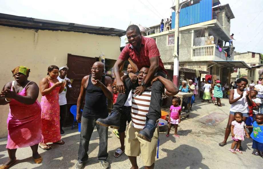 ¿Líder o asesino? «Barbecue», autoproclamado alcalde y guardián de un barrio pobre de Puerto Príncipe que es sospechoso en una masacre