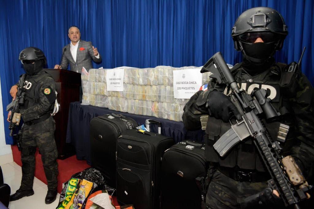 Hacían una transacción de 120 paquetes de cocaína cuando las autoridades los agarraron «camán ahí»