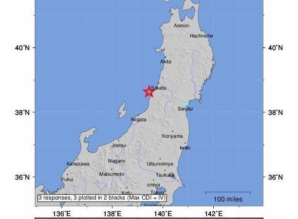 Imagen facilitada por el Servicio Geológico de los Estados Unidos (USGS) que muestra un mapa sísmico donde aparece el punto en el que el terremoto de 6,8 grados en la escala Richter sacudió este martes el norte de Japón, cerca de la ciudad de Sakata (Japón). De acuerdo con la Agencia Meteorológica de Japón, el movimiento sísmico, que generó una alerta de tsunami en tres prefecturas, tuvo una intensidad de 6 grados (rango superior) en la escala japonesa (de 7 grados) en la región de Niigata, y se sintió con fuerza en la mitad norte de Japón. EFE/ USGS, FOTO CEDIDA, SOLO USO EDITORIAL, PROHIBIDA SU VENTA.