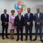 En el centro  Manuel Luna Sued, junto al embajador de Guatemala, Rudy Coxaj López.